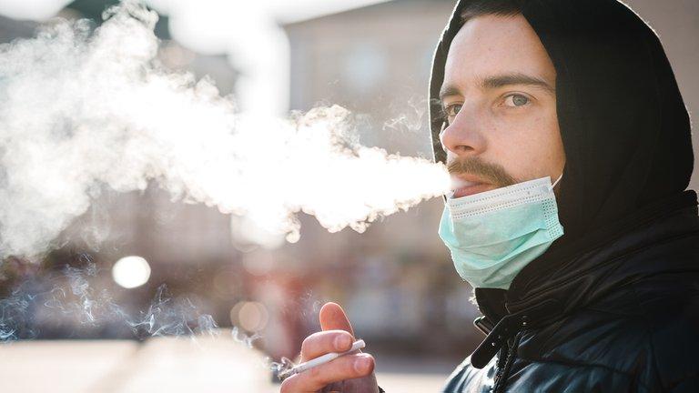 Mito o realidad: ¿las personas que fuman tienen más riesgo de desarrollar COVID-19?